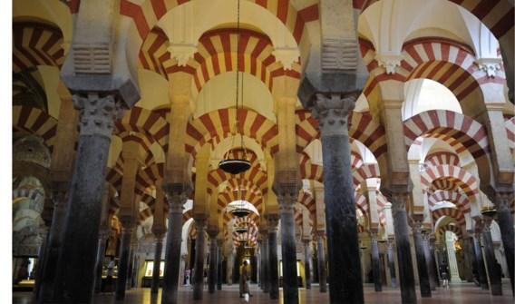 Naar de mis in een moskee: de mezquita is uniek in de wereld.