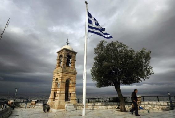 Athene zit op zwart zaad