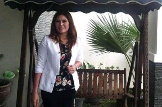 Gescheiden vrouw biedt huis te koop aan en wil met nieuwe eigenaar trouwen