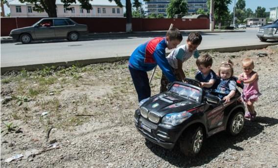 Spelende kinderen in Tschinvali, de hoofdstad van de afgescheurde regio Zuid-Ossetië. Ook Russische soldaten zullen voortaan officieel over hun veiligheid waken.