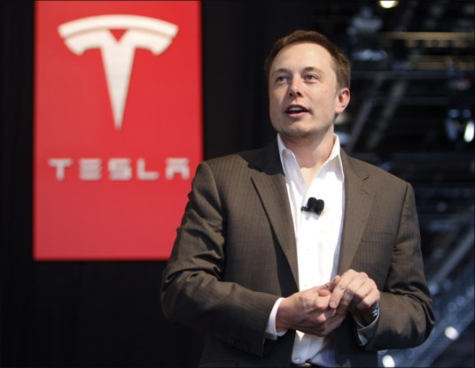 Elon Musk: 'Zelf auto besturen, zal verboden worden'