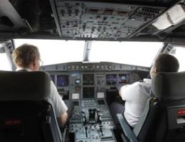 Waarom raakte de piloot niet meer binnen in de cockpit?