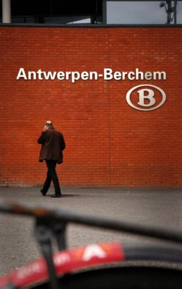 Groot fietsparkeergebouw aan Antwerpen-Berchem officieel geopend