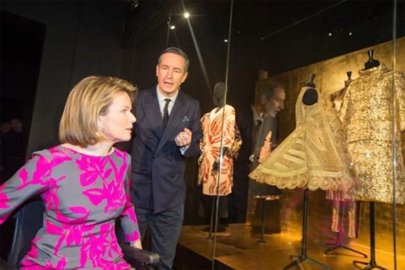 Koningin Mathilde ontmoet Dries van Noten in Antwerpen