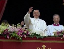 Paus spreekt zegen in gietende regen uit
