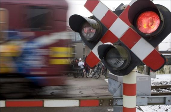 Chauffeur die ongeval met trein veroorzaakte blijft spoorloos