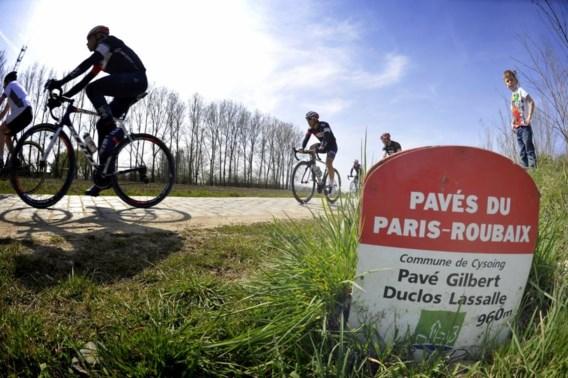 Veel rugwind, stof en een gevaarlijke olievlek in Parijs-Roubaix