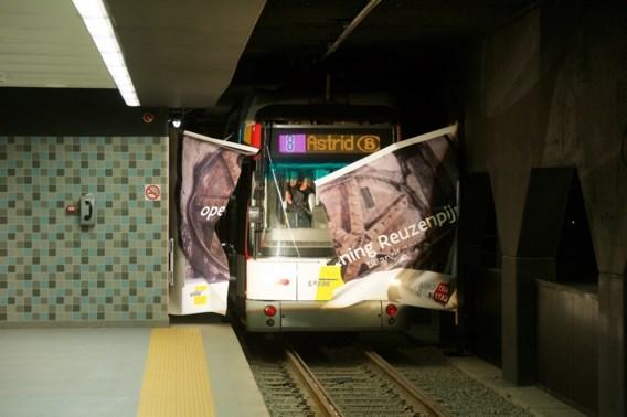 Tramlijn door Reuzenpijp feestelijk ingehuldigd