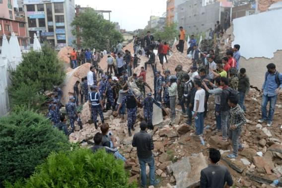 Al meer dan 2.400 doden geteld na aardbeving Himalaya