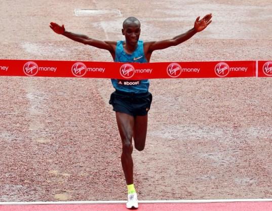 Keniaan Kipchoge wint marathon van Londen