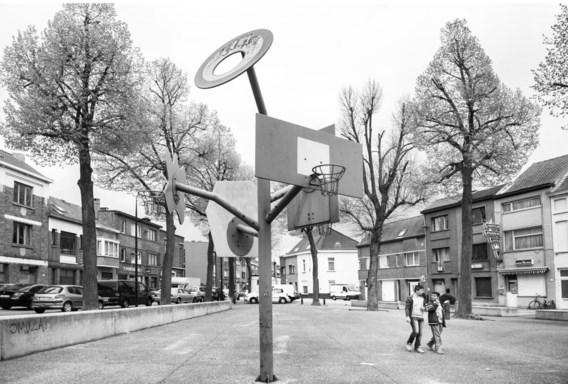 Bordjes met 'verboden te voetballen' werden weggehaald op het Fonteineplein.