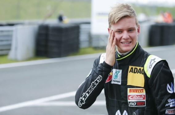 Zoon van Michael Schumacher pakt eerste overwinning in Formule 4