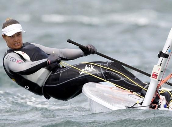 Evi Van Acker wint medaillerace en pakt eindzege in Hyères