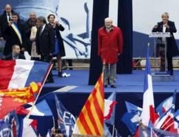 Marine Le Pen: 'Vader mag niet meer in naam van het FN spreken'