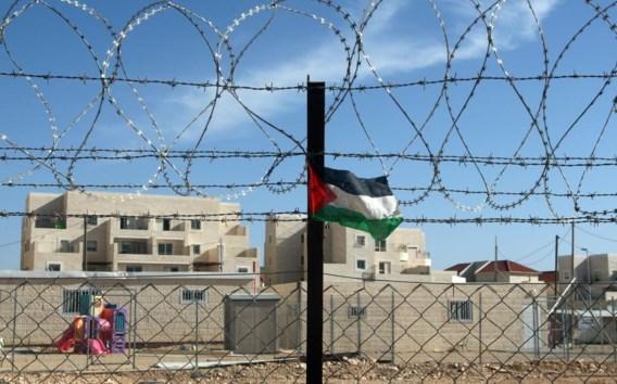 Een Palestijns vlaggetje wappert bij de illegale Israëlische nederzetting Beitar Illit, net buiten Jeruzalem.