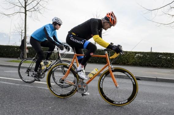 John Kerry breekt dijbeen bij fietsongeluk in Zwitserland