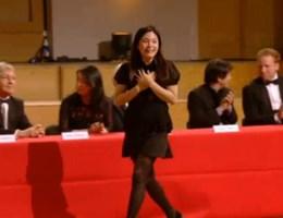 VIDEO. Verkeerde kandidate denkt dat ze gewonnen heeft