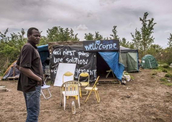 Politie veegt migrantenkampen in Parijs en Calais schoon