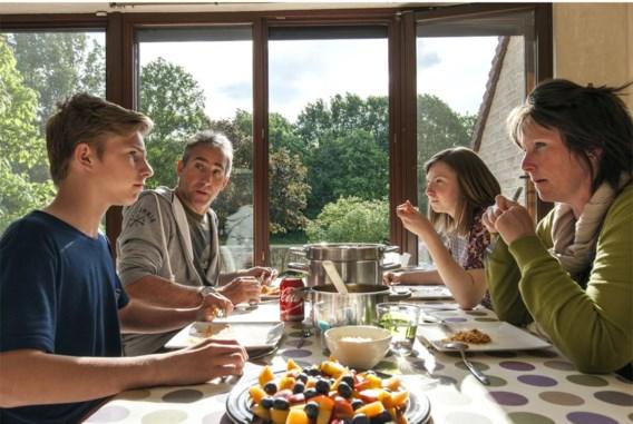 'We hebben zelfs speciaal een vaatwasmachine gekocht om wat langer aan tafel te kunnen zitten', klinkt het ten huize van Cindy Boels en Danny Cuypers.