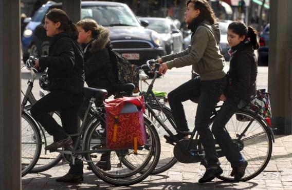Vanaf welke leeftijd mogen kinderen alleen naar school fietsen?