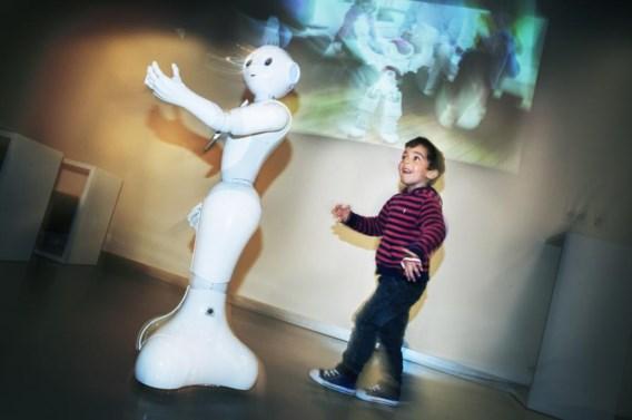 De robothanden zien er erg menselijk uit. 'Maar ze zijn niet gemaakt om iets vast te houden, en dat gaan we niet veranderen', klinkt het.
