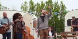 Bekijk De Troubadours, de nieuwe clip van Tourist LeMC met Flip Kowlier
