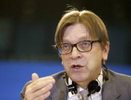 Verhofstadt krijgt applaus voor kritiek op Tsipras