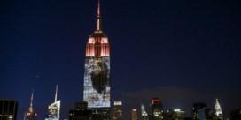 IN BEELD. Leeuw Cecil te zien op het Empire State Building