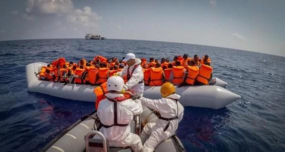 400 gered bij scheepsramp voor Libische kust, weinig hoop voor andere opvarenden