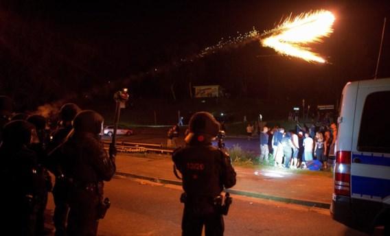 In een noodopvangcentrum voor asielzoekers in Heidenau kwam het tot rellen tussen de politie en extreemrechtse demonstranten.