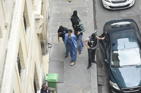 Ayoub el-Khazzani, gisteren bij zijn aankomst aan de rechtbank in Parijs. Hij beroept zich intussen op zijn zwijgrecht.