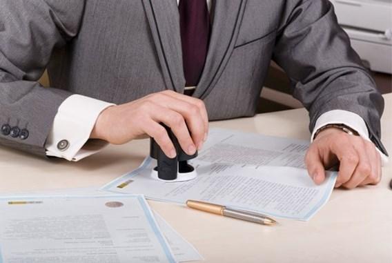 Moeten wij giften van meer dan drie jaar oud laten 'vastklikken' door onze notaris?