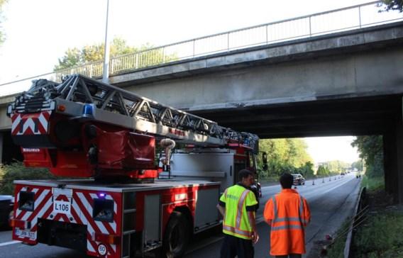 Na een controle bleek de schade aan de brug wel mee te vallen, maar er zijn wel herstellingswerken nodig.