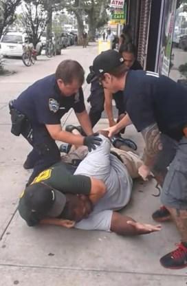 De hele wereld kon zien hoe Eric Garner in de VS gewurgd werd door de politie.