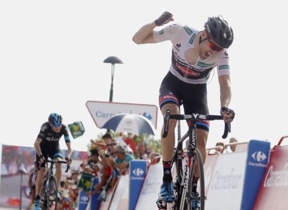 Oersterke Dumoulin verslaat Froome en wordt leider in Vuelta