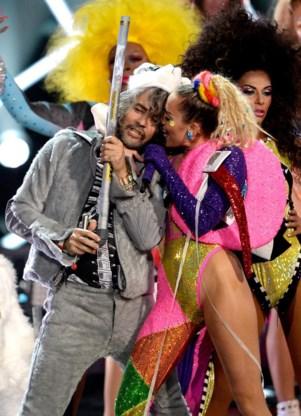 Miley Cyrus met Wayne Coyne, van Flaming Lips.