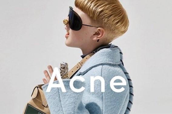 Acne kiest puberjongen om vrouwenkleding te tonen