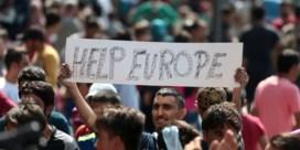 Honderden vluchtelingen betogen voor station in Boedapest