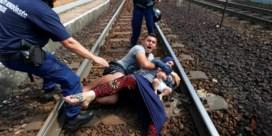 Vluchtelingen van trein gehaald in Hongarije