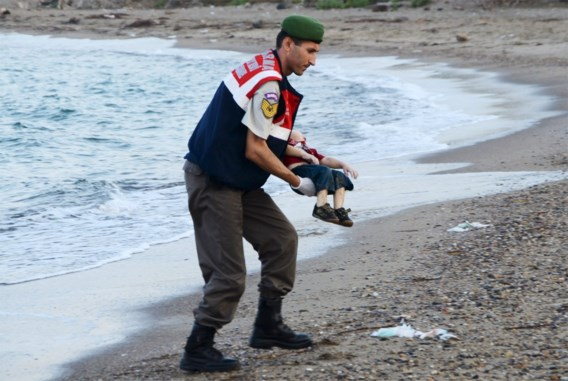 Het verhaal van Aylan, het jongetje dat op weg naar Europa verdronk