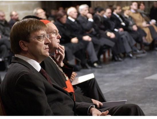 Kardinaal Danneels zwaaide in een brief aan Guy Verhofstadt (l.) met lof voor het wegwerken van de discriminatie van holebi's.