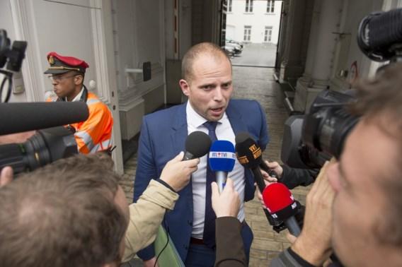 Francken en Jambon gaan praten met burgemeesters over extra opvangplaatsen