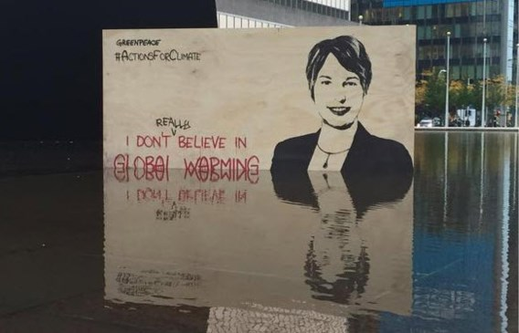 REACTIES. 'Klimaatministers lijken op een andere planeet te leven en blijven beter weg uit Parijs'