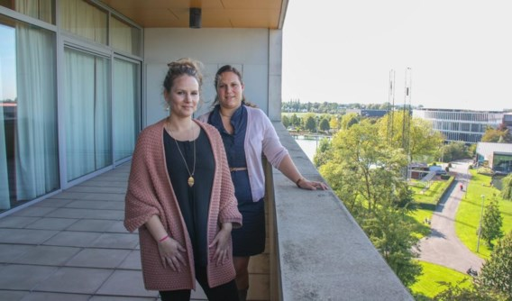 Lynn Sobrie en Debby Deklerck willen latente problemen bij arme gezinnen opsporen en verhelpen.