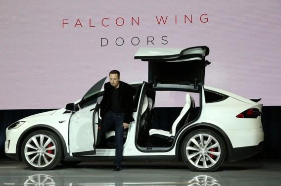 Elon Musk presenteert de nieuwe SUV van Tesla in Fremont, Californië.