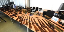 Oorlogswapens en springstoffen  aangetroffen in woonwijk in Schelle