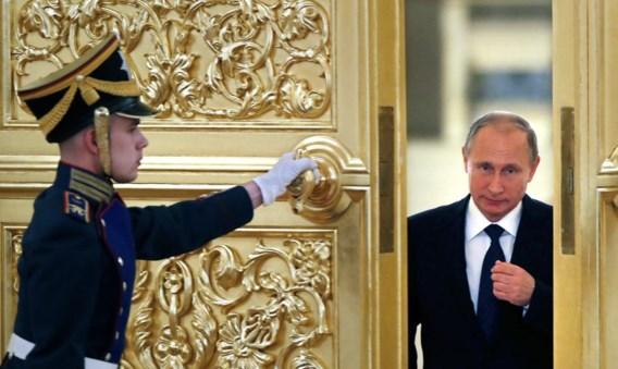 Gisteren in Moskou: president Poetin begeeft zich in het Kremlin naar een vergadering van de Presidentiële Raad voor Maatschappelijke Organisaties en Mensenrechten.
