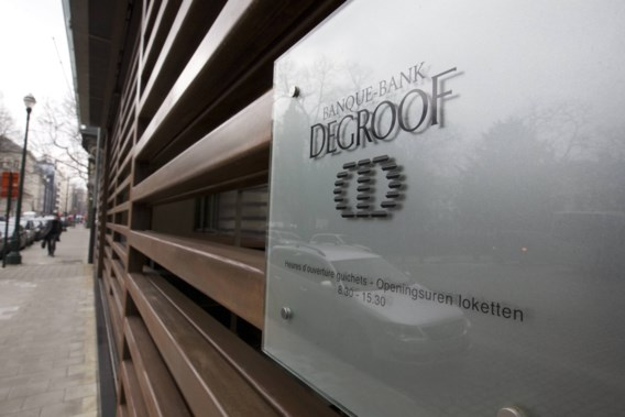 Secretaresse licht Bank Degroof op