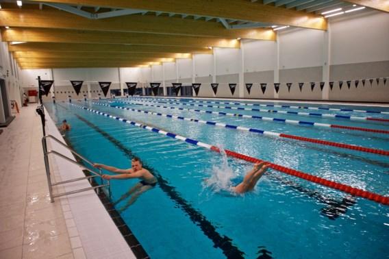 Timmers en co duiken voor het eerst nieuwe Wezenbergbad in