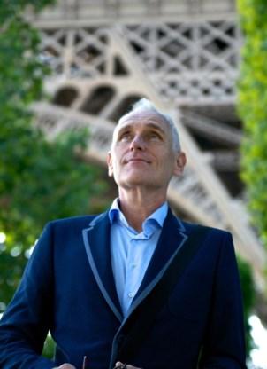 Arthur Japin aan de voet van de Eiffeltoren: 'Mijn boeken zijn als de ballonnen van Alberto Santos-Dumont.'